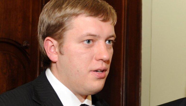 Ierosina lietu saistībā ar Stalta izteikumiem par Kabanovu un 'deguna šņaukšanu Latvijas karogā'