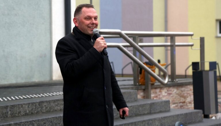 Martinsonam neizdodas atteikties no Ogres novada deputāta algas par labu lielākam bezdarbnieka pabalstam