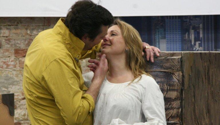 Foto: Top Māras Zālītes un Ulda Marhilēviča dziesmu spēle 'Tobāgo!'