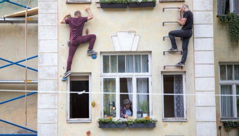 Foto: Bērnu čalas un neparastas izrādes – ieskats Valmieras vasaras teātra festivālā