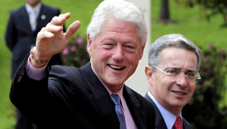 Bils Klintons izrakstīts no slimnīcas