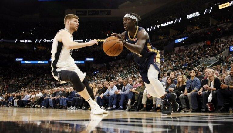 Bertāns ar pieciem punktiem palīdz 'Spurs' uzvarēt 'Pelicans'