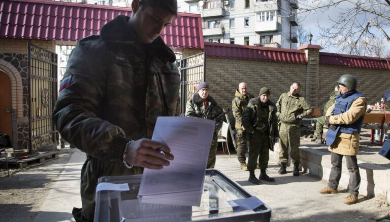 """Киев: """"выборы"""" в ДНР и ЛНР углубляют кризис"""