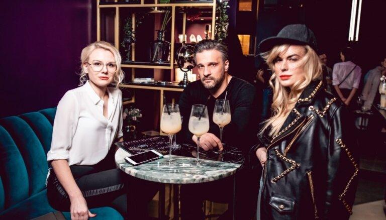 Foto: Rīgas saviesīgās dzīves baudītāji pulcējas īpašā kokteiļu burziņā