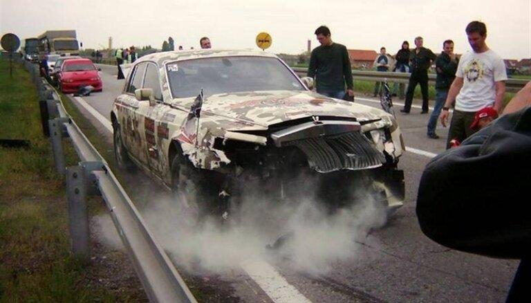 Lepno auto vraki jeb 'Gumball 3000' avārijas