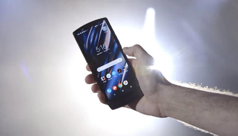 """Motorola воскресила легендарный Razr в виде сенсорной """"раскладушки"""""""