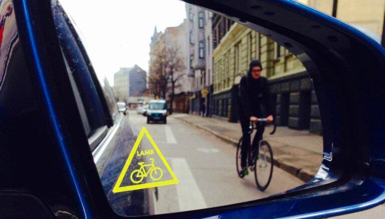 Самый быстрый маршрут в центр? Как работает новая велополоса на улице Чака: личный опыт