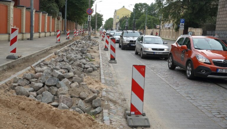 Rīgas dome atteikusies no ieceres būtiski ierobežot satiksmi Krišjāņa Barona ielā