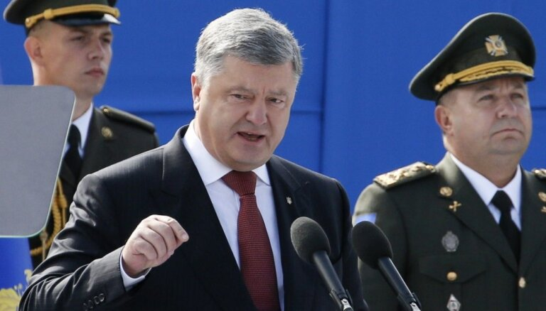 Porošenko aicina Vāciju neticēt Putinam un pastiprināt klātbūtni Melnajā jūrā