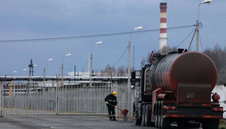 Авария бензовоза с туристами на цистерне в Свердловской области: не меньше трех погибших