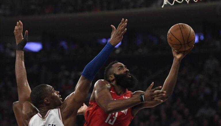 Hārdens satricina Ņujorku ar 61 punkta spēli pret 'Knicks'