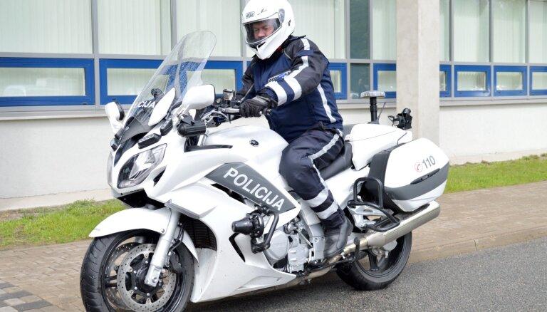 Policija divās dienās Rīgā pieķērusi 17 motociklistus, kuri rupji pārkāpuši noteikumus