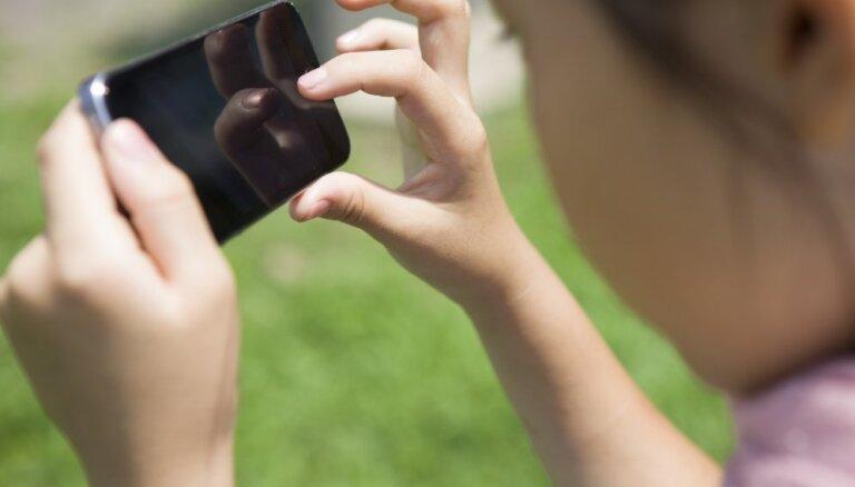 Pāvests brīdina par atkarību no mobilajiem telefoniem
