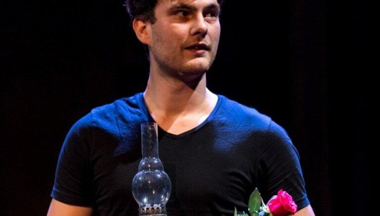 Aktieris Matīss Budovskis par 'Spēlmaņu nakti' un teātra dzīvi