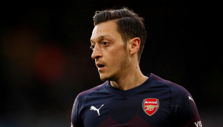 """Футболисты """"Арсенала"""" попали в криминальную разборку. Одна банда их атакует, другая — защищает"""