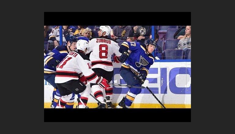 'Blues' un 'Penguins' komandas turpina uzvaru sērijas NHL