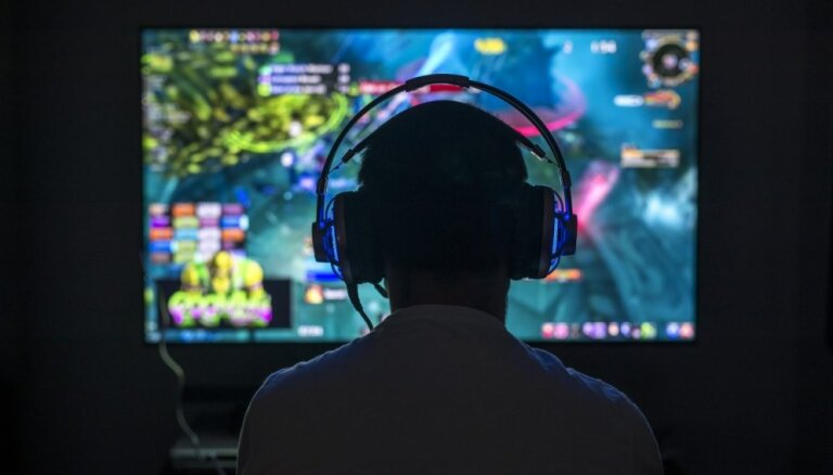 Pētījums: cik daudz un kāpēc bērni Latvijā aizraujas ar tiešsaistes spēlēm