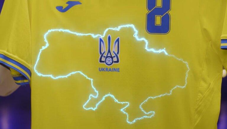 'Euro 2020': Ukrainas izlase kreklus patriotiski izrotā ar anektētās Krimas kontūru