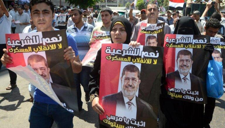 Ēģiptes policija ar asaru gāzi izklīdina Mursi atbalstītājus