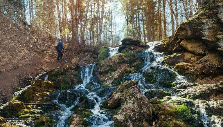 Ūdenskritumi un avoti Latvijā, kur Jāņu rītā nomazgāt muti