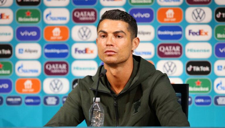 УЕФА потребовал от футболистов не трогать бутылки спонсоров