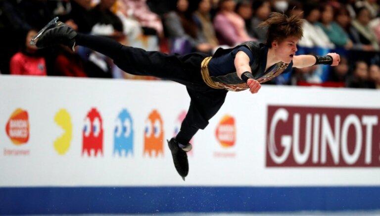 Video: Daiļslidotājs Vasiļjevs pasaules čempionātu noslēdz 21. pozīcijā