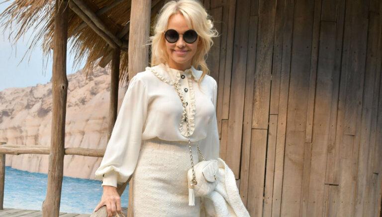 No sekssimbola par lēdiju: Pamela Andersone žilbina ar eleganci