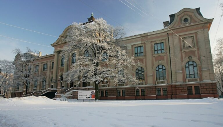 Lielo kultūras ēku pārbūve kavējas; līdz 2014.gadam darbi nebeigsies