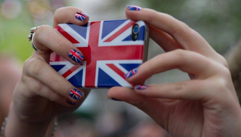 Через неделю в Англии снова откроются пабы, магазины и парикмахерские