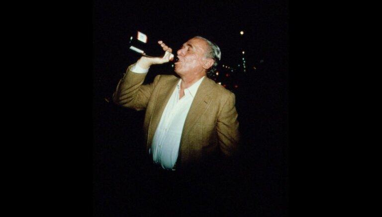 10 ciniski citāti no ģeniālā alkoholiķa Bukovska stāstiem
