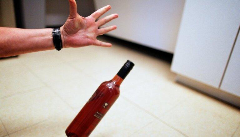 VM vēršas pie Saeimas un rosina straujāk celt akcīzes nodokli alkoholiskajiem dzērieniem