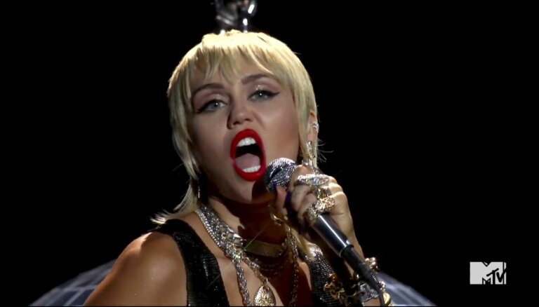 Mailija Sairusa izdod septīto studijas albumu 'Plastic hearts'