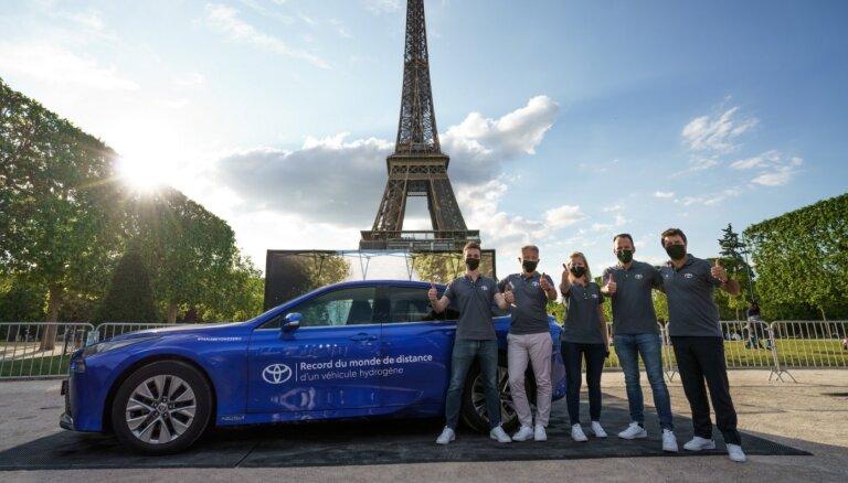 'Toyota Mirai' uzstādījis pasaules rekordu nobrauktajā distancē ar vienu ūdeņraža uzpildi