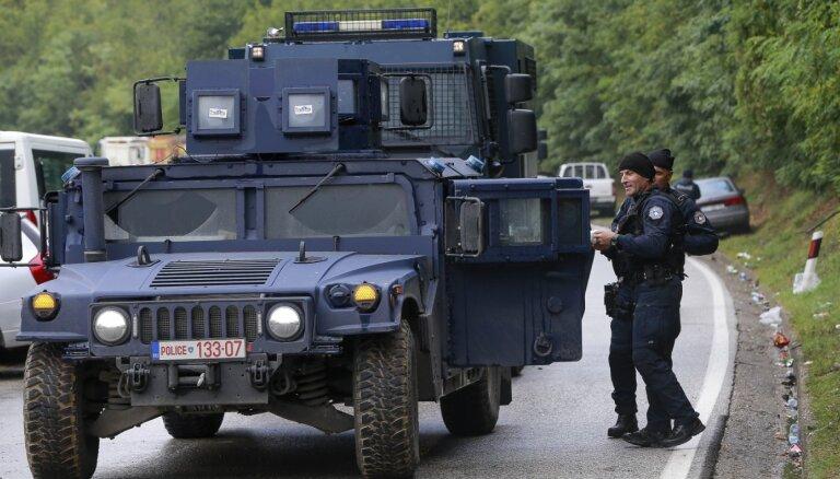 Spriedze uz Serbija un Kosovas robežas mazinās: panākts pamiers strīdā par numurzīmēm