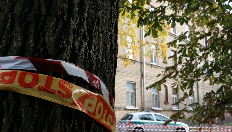 Deviņi griestu iebrukumā bojātās četrstāvu mājas iedzīvotāji izmitināti hostelī