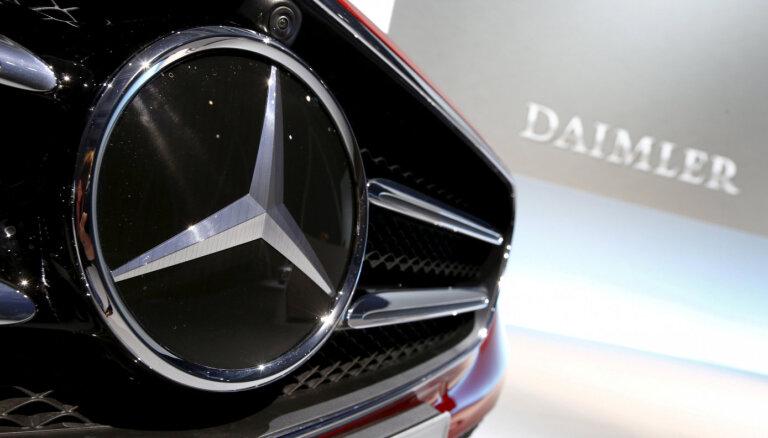 Lai ietaupītu miljardu eiro, 'Mercedes-Benz' ražotājs likvidēs darbavietas