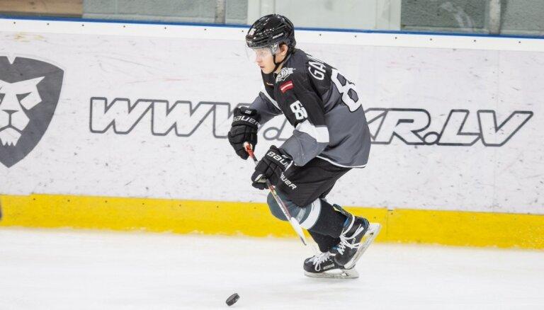 'Rīgas' hokejisti gūst deviņus vārtus un uzvar sezonas rezultatīvākajā mačā