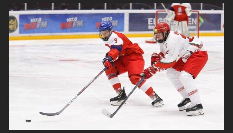 Pasaules U-18 hokeja čempionāts: Baltkrievija sagādā sensāciju, Kanādai iespaidīga atspēlēšanās