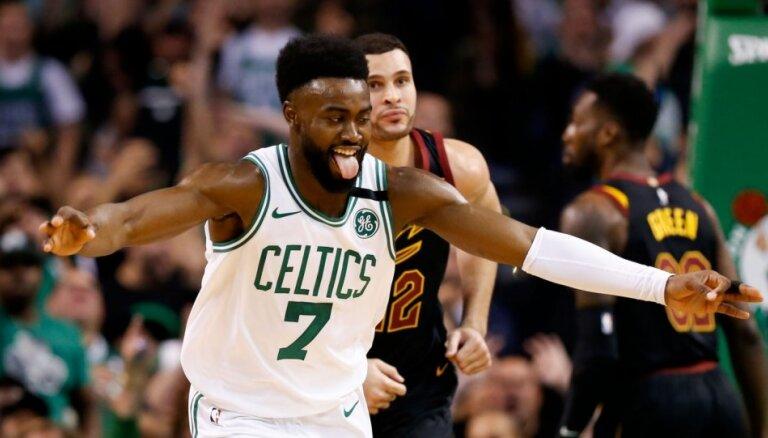 'Celtics' turpina perfekti spēlēt mājās un tuvojas NBA finālam