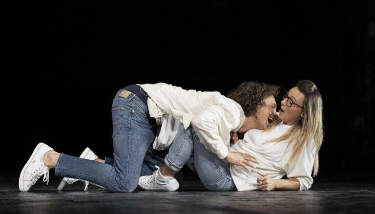 Uz Dailes teātra Lielās skatuves aktieri atgriezīsies ar izrādi 'Elpa'