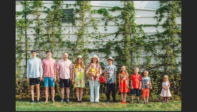 Reizi mēnesī restartēšanās diena: deviņu bērnu mamma par ikdienu un attiecībām ar vīru