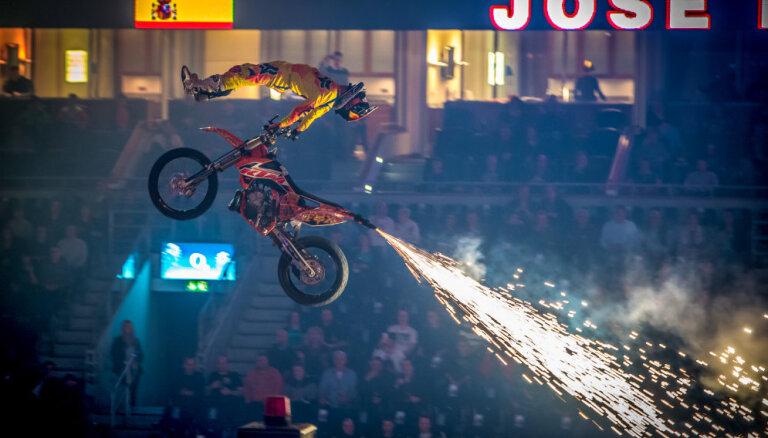 FMX pasaules čempionāts Rīgā sola pārsteigumus
