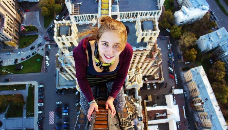 Жизнь на краю: 10 ужасающих фотографий с вершины небоскребов