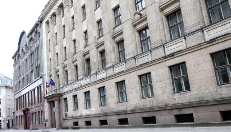 Finanšu ministrija paaugstinājusi Latvijas IKP pieauguma prognozi šim gadam līdz 3,2%