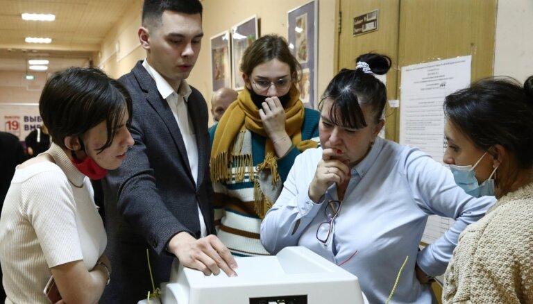 Krievijas opozīcija apsūdz Kremli vēlēšanu rezultātu viltošanā