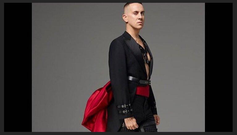 ФОТО. Дизайнер вышел в свет в БДСМ-наряде
