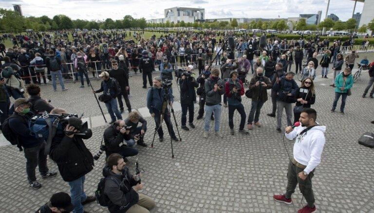 ФОТО. Демонстрации против карантина в ФРГ: десятки городов и тысячи участников