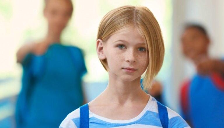 Vēstījums skolēniem – kas ir vienaudžu vardarbība un ieteicamā rīcība
