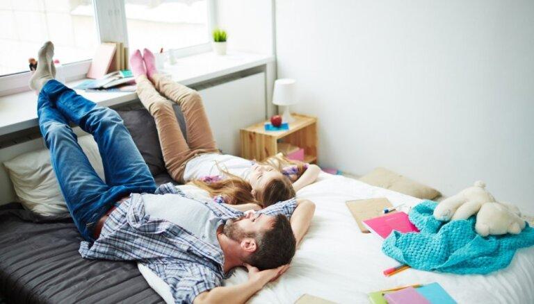 Visa ģimene vienā istabā – kā iekārtot kopīgo guļamistabu