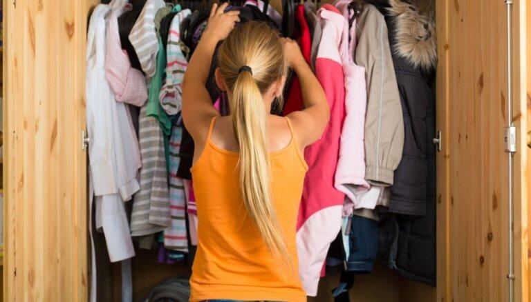 Kas jāņem vērā, lai drēbju skapis bērniem būtu praktisks?